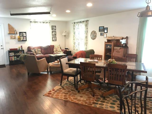 Sunny Open Concept Home - Denver - Huis