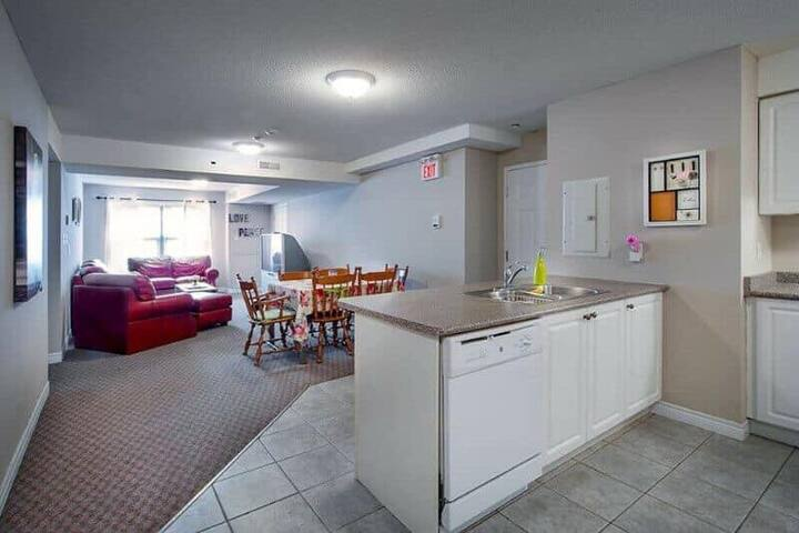 Ezra-Bricker Apartment Room (Females only!!)