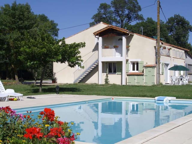 first floor apartment with heated swimming pool - Saint-Papoul - Apartemen