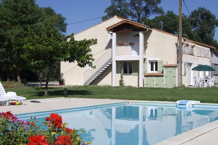 first floor apartment with heated swimming pool - Saint-Papoul - Lägenhet