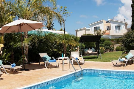 Bungalow Cassia (Coral Bay) - Modern Bungalow with Large Private Pool, BBQ and Free WIFI