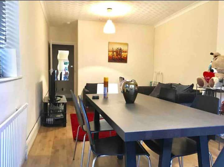 Cosy Room with En-suite toilet in Golders Green