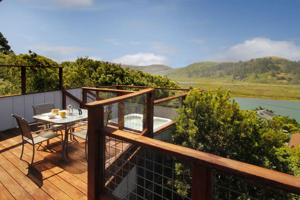 River Sea Cottage Dining Deck & Hot Tub to Russian River View