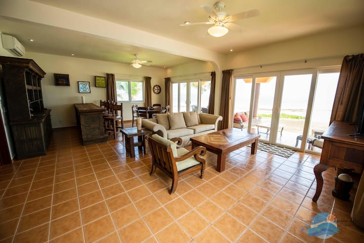 Las Casitas-Puerto Fabulous Ocean Front Three Bedroom in Heart of Puerto Morelos