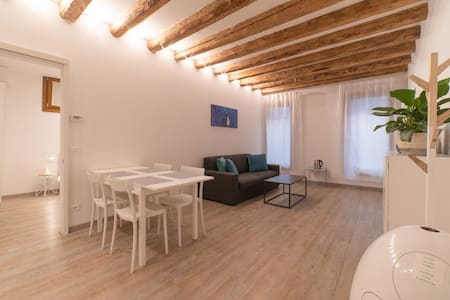 Venice central. Cozy, modern new apartment.