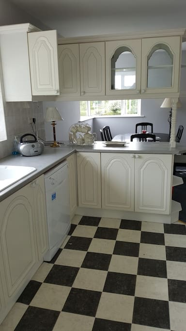 Fitted kitchen with dishwasher