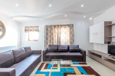 3 bedroom apartment in Gzira, sleeps up to 13! - Gzira - อพาร์ทเมนท์
