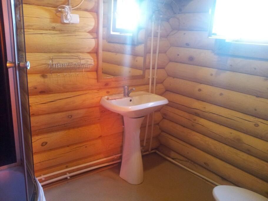 Душевая, раковина, туалет