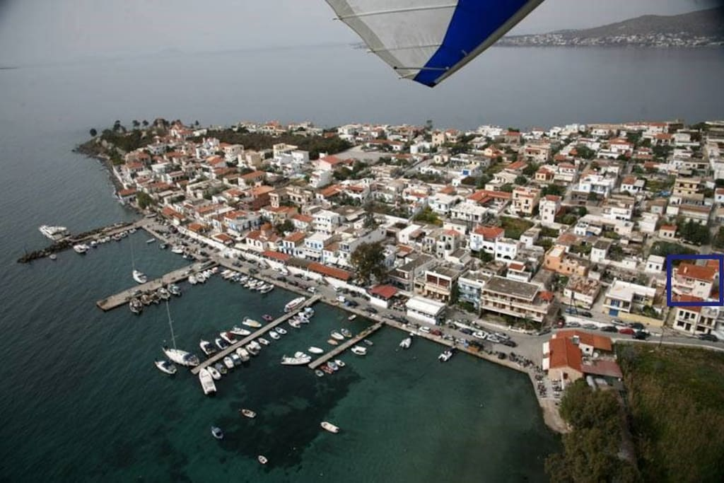 Just 50m from the beach, the fishing port with traditional tavernas and the local amenities