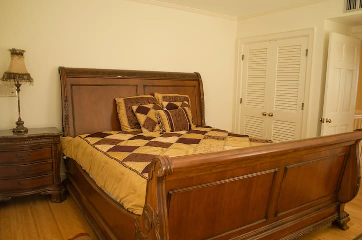 Enjoy an Odessa Landmark-Sleigh Bed Room at Manor