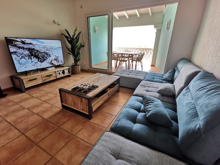 Renovated 2 Bedrooms Apartment beach front