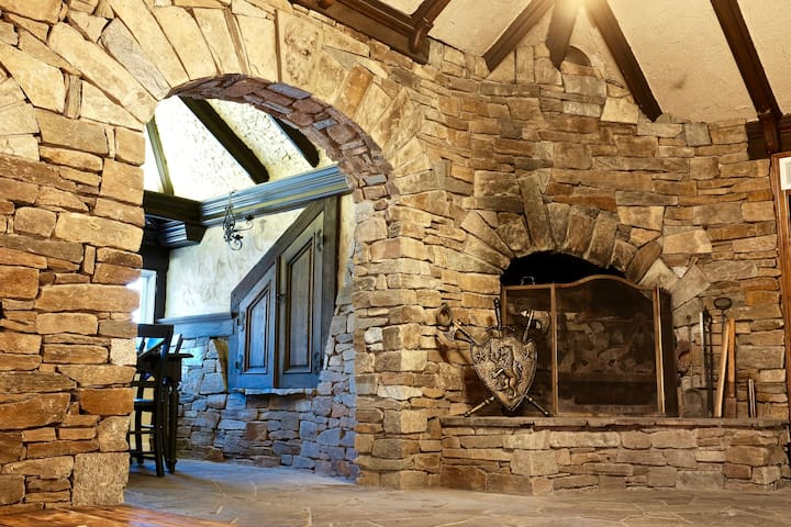 Live Like a King or Queen in a Castle Close to DC!