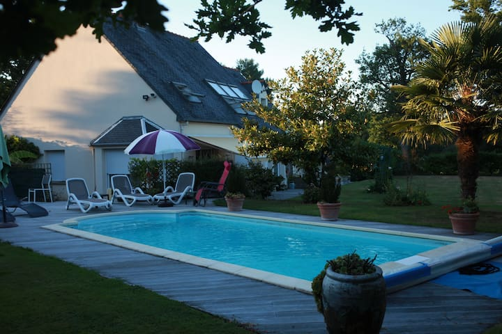 Self catering apt + heated pool on golf course - Le Tronchet - Lejlighed