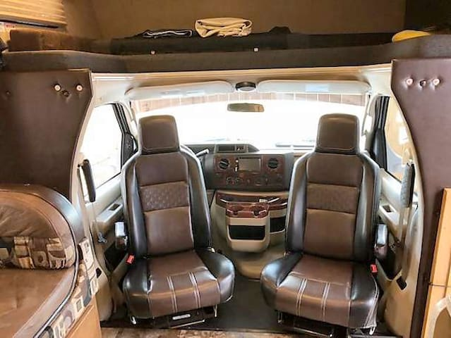 Captains chairs swivel to face cabin