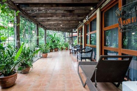 Albergue de Sta Ana (Pampanga Farm House) - Sta Ana - Дом