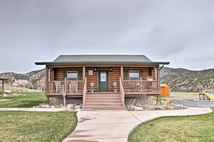 Rustic Cabin Near Palisade State Park w/ Deck!