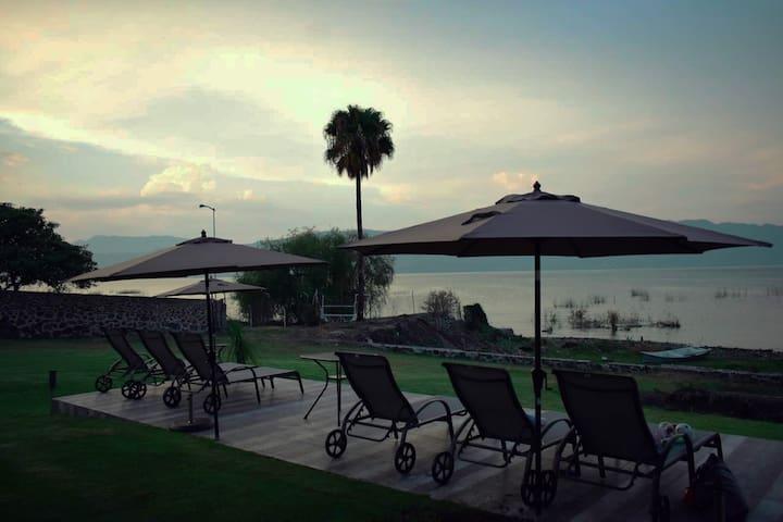 Casa Rodante(RV) en exclusivo hotel a pie del lago