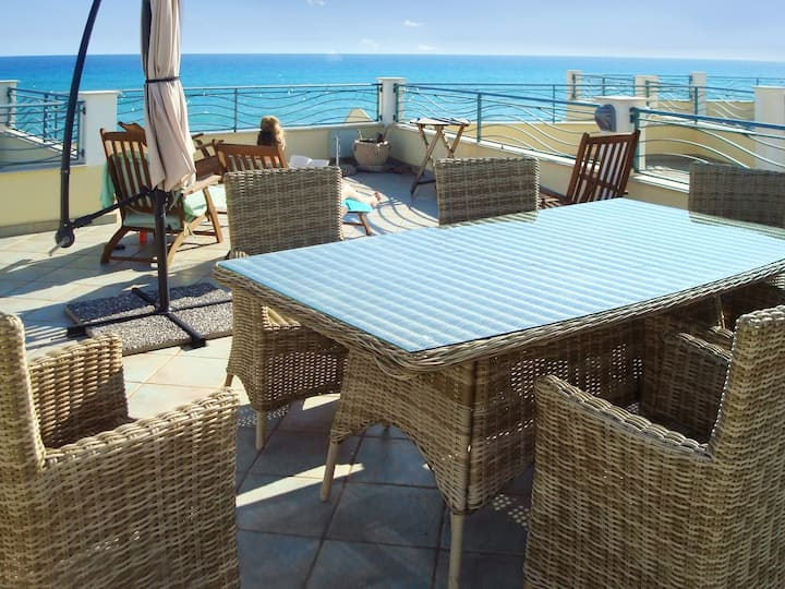 House with 3 bedrooms in Brancaleone, with wonderful sea view, furnished garden and WiFi
