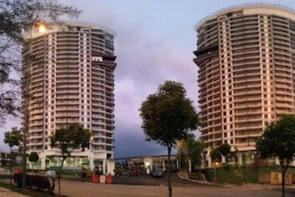2 Blocks of Cristal Residence