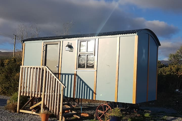 Dingle Way Glamping, Shepherds Hut
