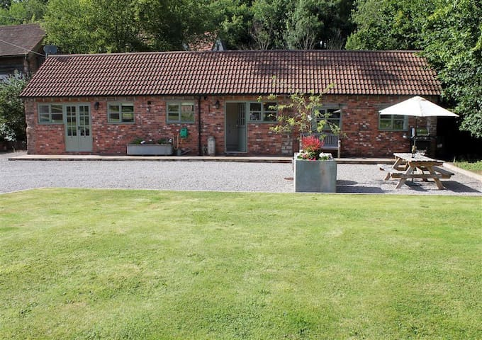 The Old Dairy, Flaxley (H161)
