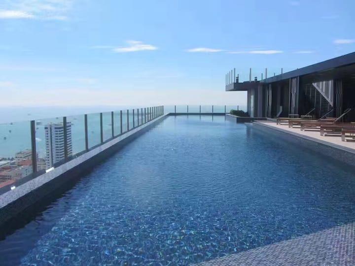 T 6泰国芭提雅市中心The base 公寓 稀有两室一厅临海300米 免费无边泳池健身房