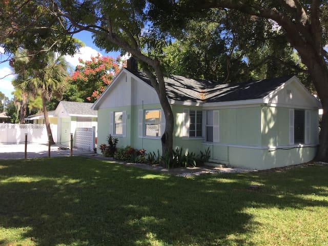 Putnam, secluded cottage