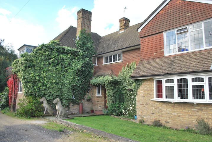 Farmhouse close to London in beautiful grounds - Bexley - Haus