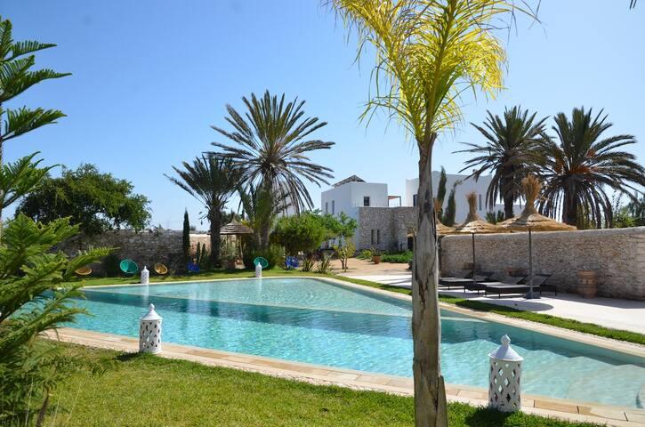 La Maison d'Hélène, piscine chauffée, 6 a 12 pers.