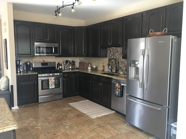Spacious TH Close to Naval Academy/Downtown