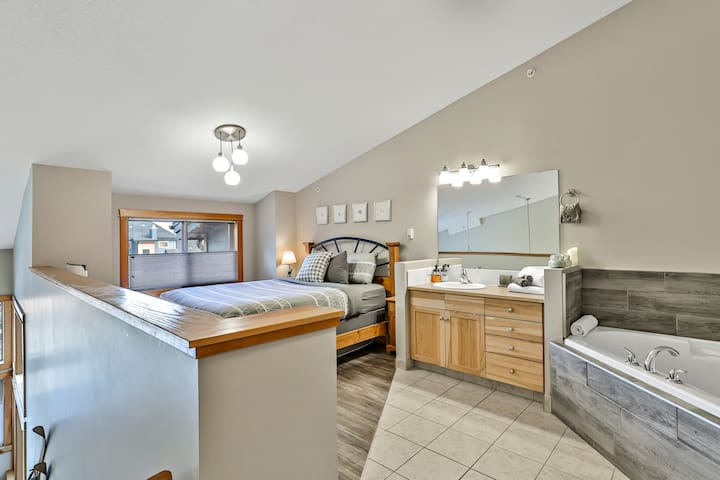 Loft bedroom with soaker tub