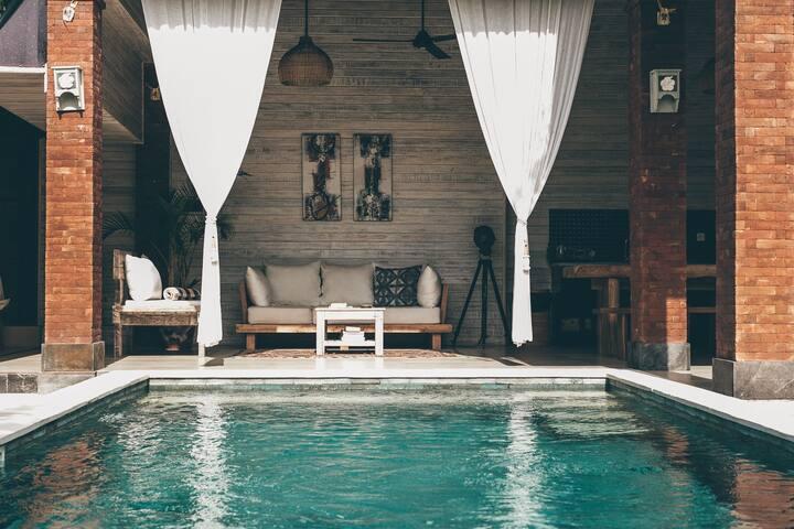 Balinese villa in Canggu with swimming pool