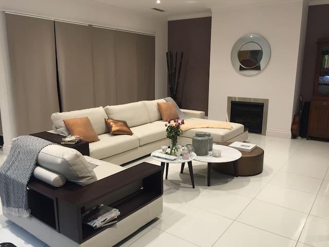 Beatiful Modern Home in Lightsview - Northgate - Huis
