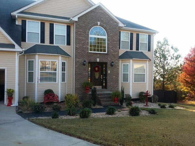 Suburban Stay, private Room&Bathroom, Near Airport - Douglasville - Hus