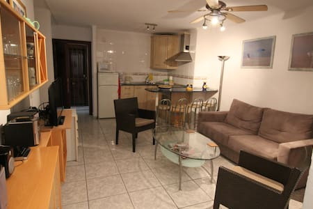 Perfect 1 bedroom apartment, 50 m from beach, pool - Torrox Costa - 公寓