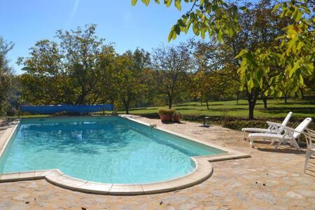 vakantiehuis met privé zwembad - Saint-Laurent-la-Vallée - 小木屋