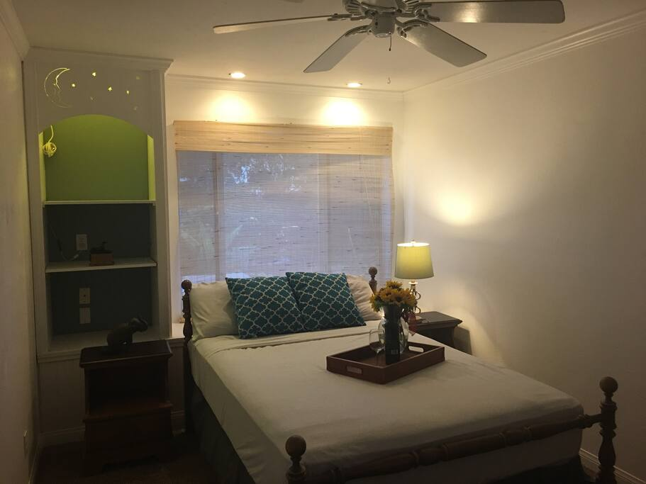 Full-sized bedroom, sleep 2.