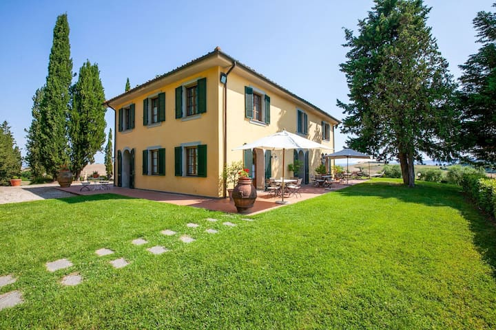 Splendid Holiday Home in Orciatico with Jacuzzi & Pool