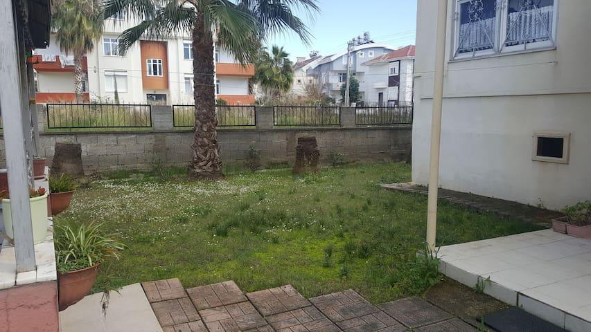 Müstakil Bahçeli Uzun Sureli Kiralik 1+1 Daire
