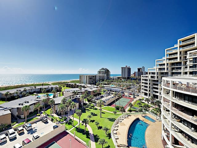 Vacation at BEACHFRONT condo with fabulous views!