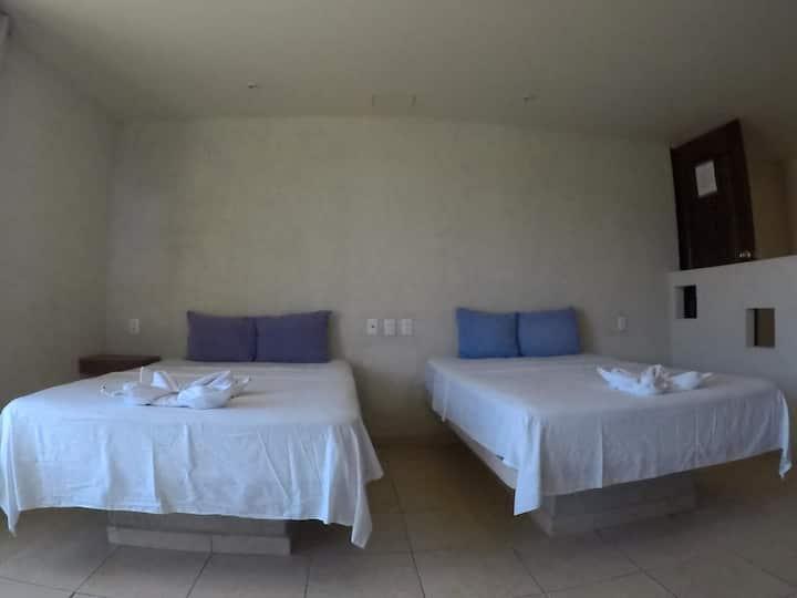 Habitación 2 camas matrimoniales, Acapulco