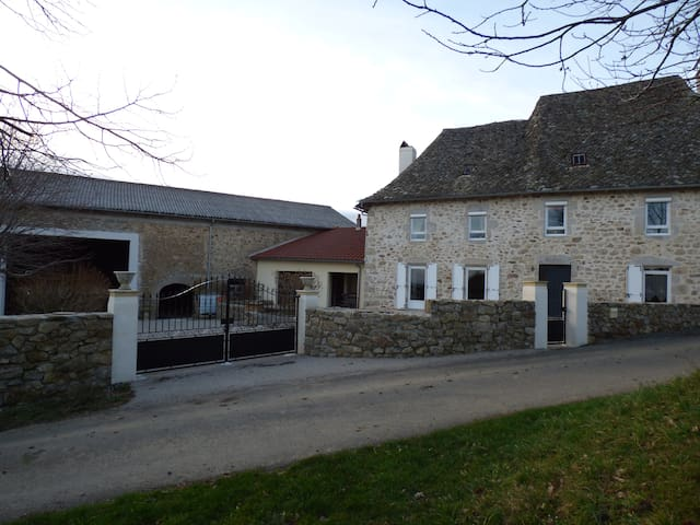 Beautiful house with pool near Aurillac - Saint-Mamet-la-Salvetat - Huis