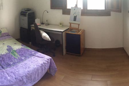 essential and cozy room near the old town - Modena