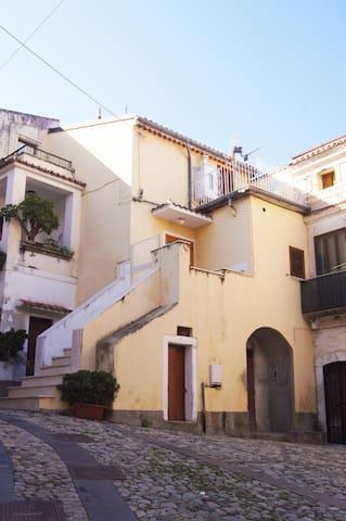 "Casa delle ""Sette Scale"" a San Lucido"