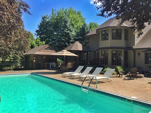 House w/ Pool & Hot Tub for RNC - Avon Lake