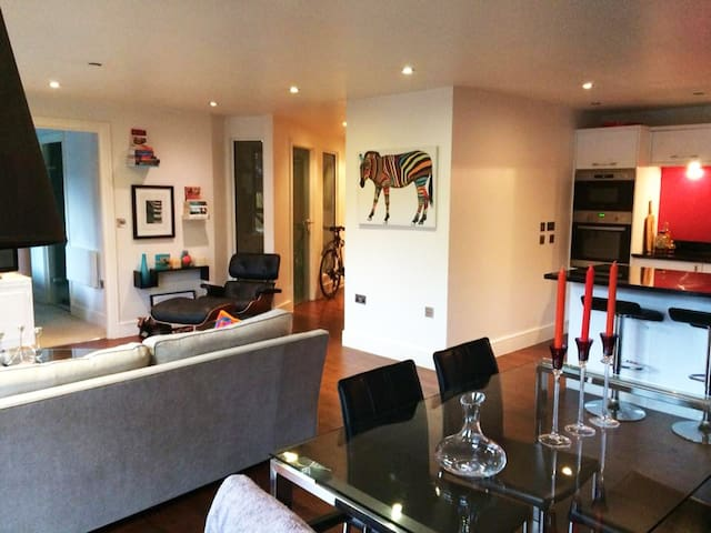 The Ropewalk Apartment with free parking space