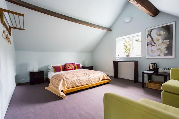Zen inspired private room (Sun) Bed & Breakfast