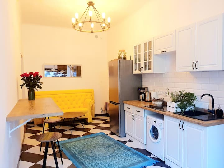 Topolove- 3 minutes walk from main railway station
