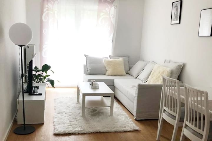 cozy living room in central location near Messe