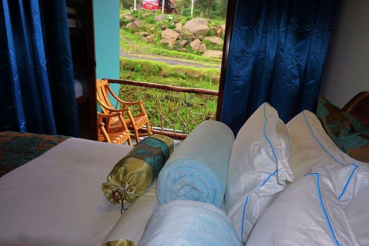 RelaxingSpaMountain Bedroom+breakfast. Steam Room